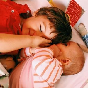 sisterandbro - freres et soeur- bonheur - happy mummy
