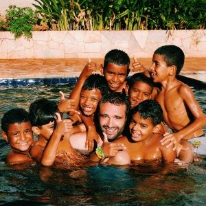 enfants - favelas - heureux - piscine - ciaf